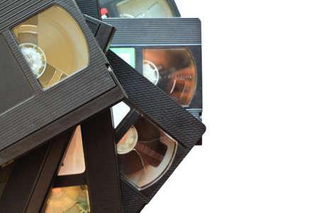 videocassette: pila de cintas de v�deo antiguas de la vendimia. videocasetes aisladas sobre fondo blanco