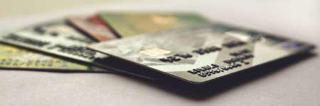 stapel creditcards, close-up weergave met selectieve aandacht. panorama.