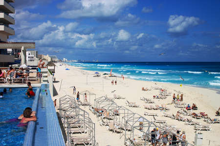MEXICO, CANCUN - 4 NOVEMBER 2013: Luxury hotel with a swimming pool and carribean coast with turquoise water and white sand in sunny day. Playa Delfines, Cancun, Mexico. 報道画像