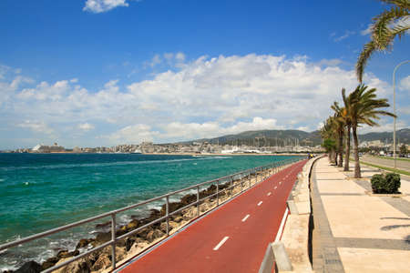 Vélo sur la promenade de Palma de Majorque. Front de mer de Palma de Majorque.