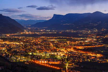 attraktion: Night view of Merano, Italy, South Tyrol Stock Photo