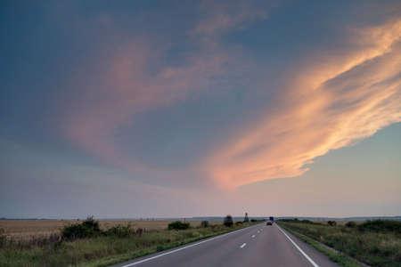 Summer sunset on the road Stockfoto
