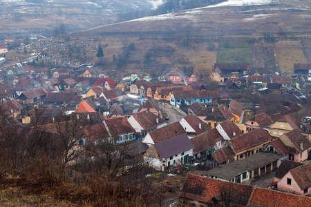 ビエルタン、ルーマニアの冬の暗い朝 写真素材