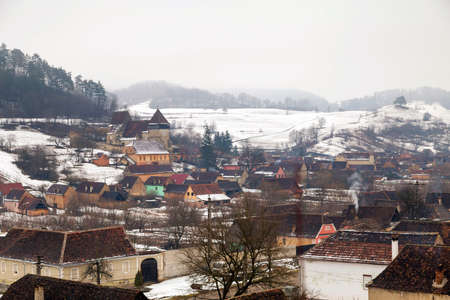 Winter gloomy morning in Biertan, Romania Standard-Bild - 98223470