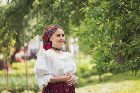 Portrait of a beautiful young woman wearing traditional Romanian clothes, in Maramures Imagens