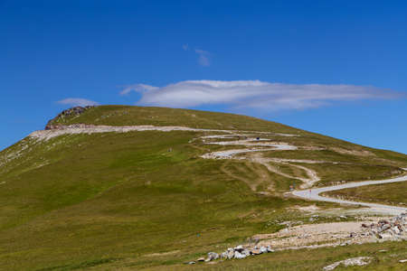 Summer view of Transalpina mountain road Stockfoto - 106927795