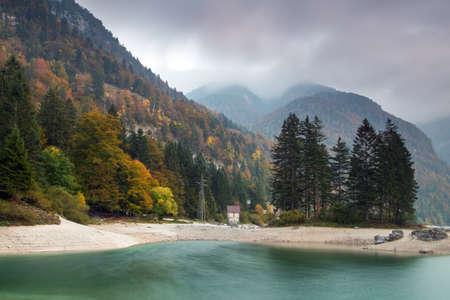 Autumn landscape of Lago del Predil, Italian Alps Stockfoto - 133809395