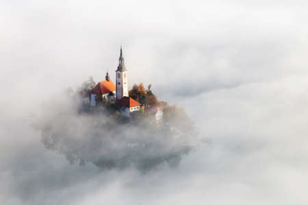 Autumn aerial view of Lake Bled, Slovenia Stockfoto