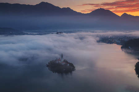 Autumn aerial view of Lake Bled, Slovenia Stockfoto - 133174803