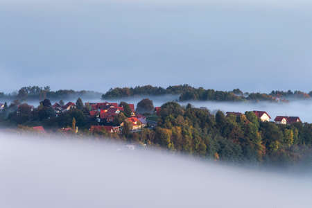 Foggy autumn morning on the beautiful green hills near Maribor, Slovenia. Scenic landscape and nature near Maribor in Slovenija Imagens - 133811572