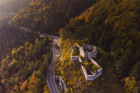 Autumn aerial view of Strmec na Predelu village, at the feet of the Julian Alps, in Triglav national park. Aerial landscape of Fort Predel, in Slovenia Stockfoto - 133787069