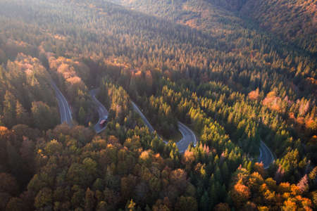 Aerial view of a serpent road at Cheia, Romania, in the heart of Transylvania Imagens