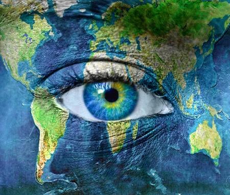 Planet Erde und blaue Augen Hman Standard-Bild
