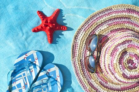 flipflop: Straw hat, glasses, sea star and flip-flop sandals - Vacation concept