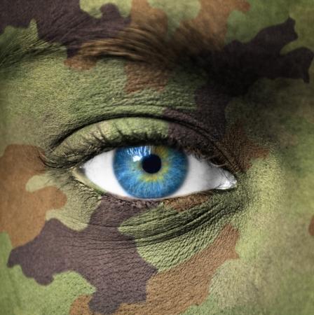 camuflaje: Colores militares en la cara humana Foto de archivo
