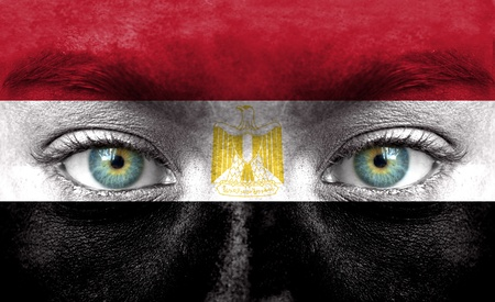 egypt flag: Rostro humano pintado con la bandera de Egipto