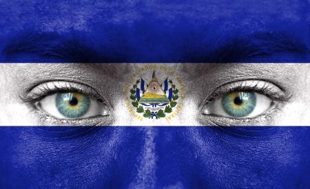 bandera de el salvador: Rostro humano pintado con la bandera de El Salvador Foto de archivo