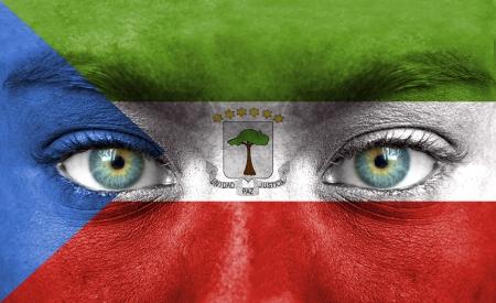 Rostro humano pintado con la bandera de Guinea Ecuatorial Foto de archivo