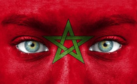 Rostro humano pintado con la bandera de Marruecos