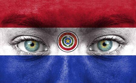bandera de paraguay: Rostro humano pintado con la bandera de Paraguay Foto de archivo