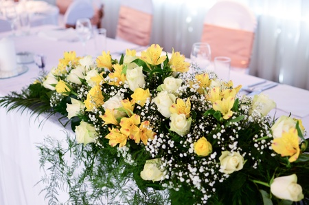 arrangement: Flower decoration on wedding table Stock Photo