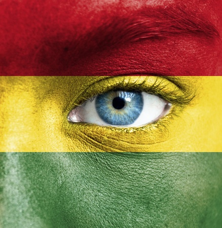 bandera de bolivia: Rostro humano pintado con la bandera de Bolivia