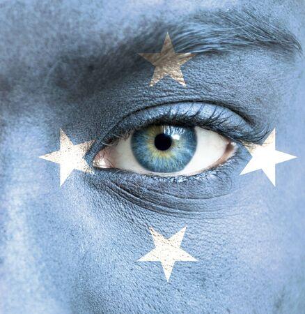 micronesia: 미크로네시아의 국기와 함께 그린 인간의 얼굴 스톡 사진