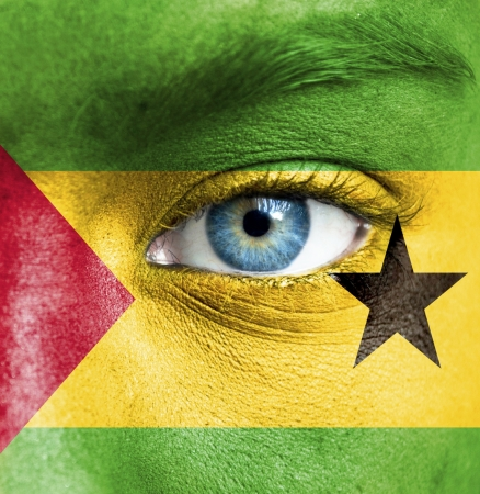 principe: Rostro humano pintado con la bandera de Sao Tome and Principe