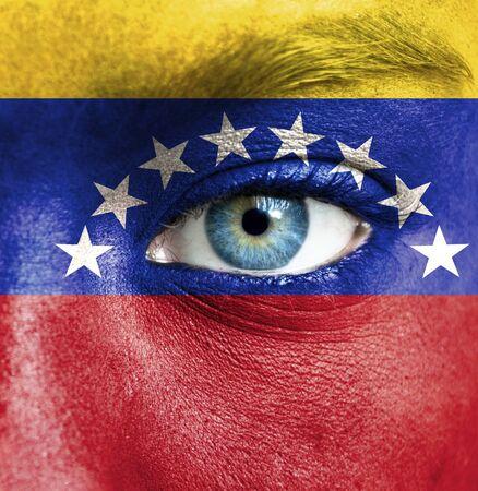 bandera de venezuela: Rostro humano pintado con la bandera de Venezuela