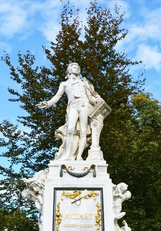 amadeus mozart: Statue of Wolfgang Amadeus Mozart Vienna - Austria