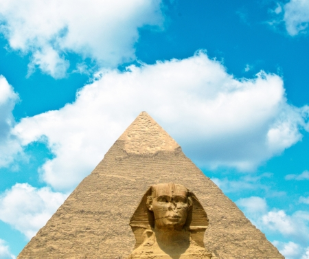 chephren: View on Great Sphinx and Khafre pyramid of Giza - Egypt