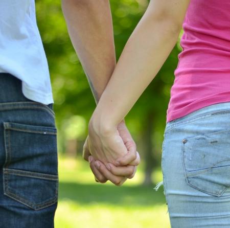 Couple tenant les mains Banque d'images - 20334873