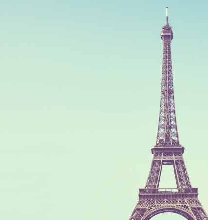 torre: Eiffel bajo el cielo azul de la vendimia toweragainst