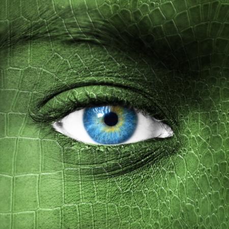 Menselijk oog met een hagedis huid textuur - Mutation begrip
