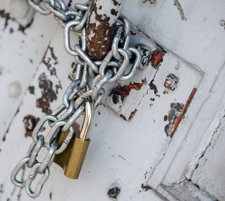 Padlock on old wood door Stock Photo - 22604195