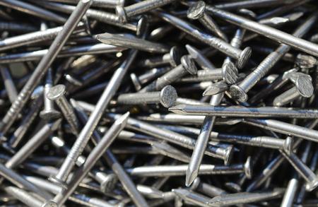 herramientas de construccion: Macro foto de clavos de hierro Foto de archivo