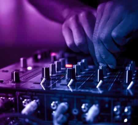 musica electronica: DJ Music club nocturno Foto de archivo