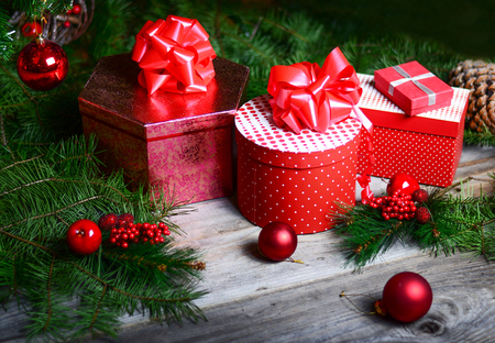 dacorated: Christmas tree with gifts