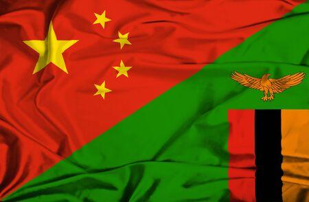 zimbabue: Ondeando la bandera de Zimbabwe y China