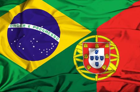 drapeau portugal: Agitant un drapeau du Portugal et du Brésil Banque d'images