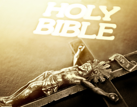 holy  symbol: Cruz y biblia cerrado