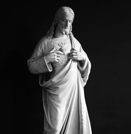 jesus standing: Jesus Christ statue