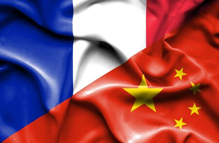 bandera francia: Ondeando la bandera de China y Francia