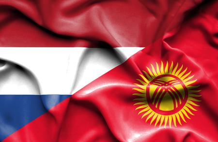 kyrgyzstan: Ondeando la bandera de Kirguist�n y