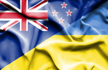 bandera de nueva zelanda: Ondeando la bandera de Ucrania y Nueva Zelanda Foto de archivo
