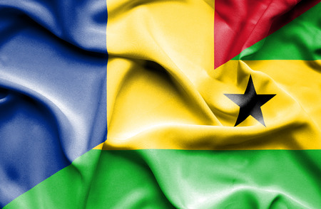 principe: Ondeando la bandera de Santo Tom� y Pr�ncipe y Ruman�a
