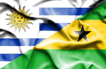 principe: Ondeando la bandera de Santo Tomé y Príncipe y Uruguay