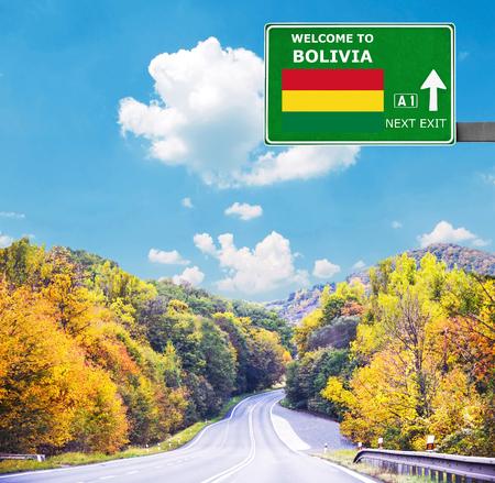 Bolivia señal de tráfico contra el cielo azul claro