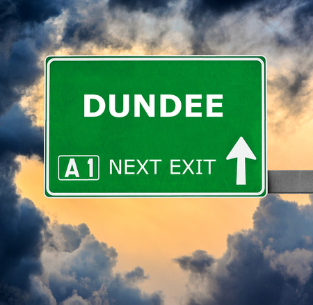 dundee: DUNDEE road sign against clear blue sky Stock Photo