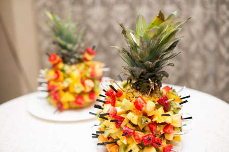 Fresh fruit salad served in bowls with fresh pineapple Imagens